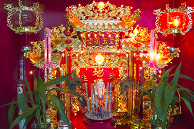 Taoist priest is engaged to chant and do a prayer to invite the deity to its statue (开光神象,请神上位). After the ritual, believers will then do their prayers as the deity is now the guardian for the family or the company.